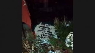 Rabia Naz'ın babası, kızının doğum gününü mezarı başında kutladı