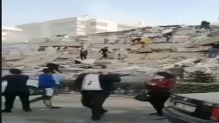 İzmir'deki depremde binalar yıkıldı