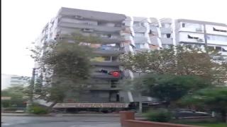 İzmir'deki binanın korkunç yıkılma anı!