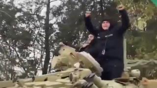 Azerbaycan ordusu 27 yıldır işgal altında kalan Ağdam kentine giriş yapıyor
