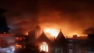 New York'un Manhattan bölgesindeki bir kilisede yangın çıktı