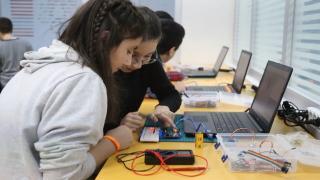 Sultanbeyli Belediyesi Bilim Merkezleri gençleri bilime kazandırıyor