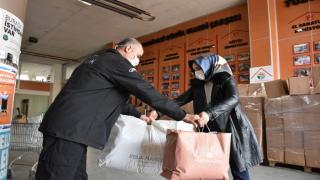 Tuzla Belediyesi'nden ihtiyaç sahibi ailelere kıyafet desteği