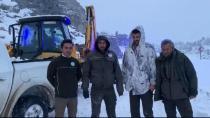 'Giden Geri Gelmez Dağları'nda mahsur kalan görevliler kurtarıldı