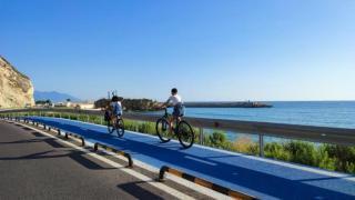 Dünyanın en uzun bisiklet yolu, dağ ve deniz manzaralı!