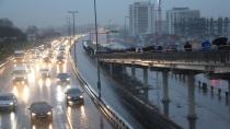 İstanbul'da sağanak yağış! Gündüz geceye döndü