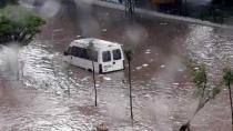 Ankara'da yoğun sağanak! Yollar göle döndü