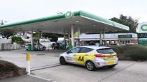 İngiltere'de benzin krizi! Nakliye aracı sürücüleri istasyonlara akın etti